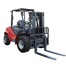 FORKLIFT - 2.5T ROUGH TERRAIN